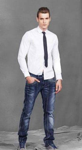 Носят ли галстук с джинсами