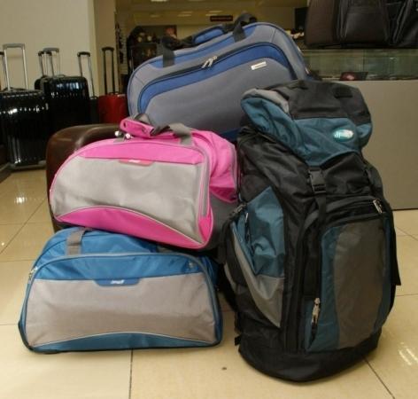 Сумка на колесах.  Цвета - розовый, голубой, черный, синий с серым.
