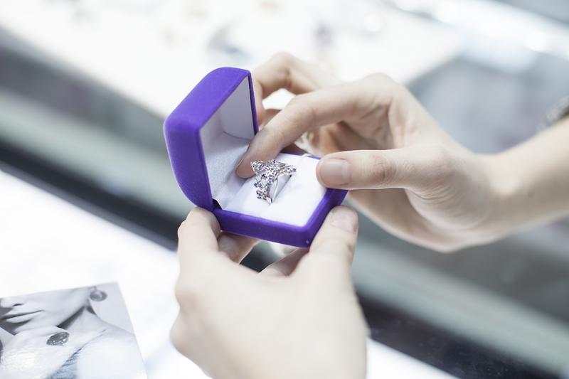 Можно ли покупать обручальные кольца разные