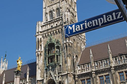Общественные бани в Мюнхене, общественные бани в Германии, где поужинать в Мюнхене, где пообедать в Мюнхене, где остановиться в Мюнхене, Центральная площадь Мюнхена Мариенплац, шоппинг в Баварии, из Иркутска в Баварию, Иркутск Мюнхен, чем заняться в Мюнхене, куда пойти в Мюнхене, бутик-города, брендовые вещи со скидкой, горонодыжный курорт в Мюнхене, альпы, горнолыжный курорт в альпах