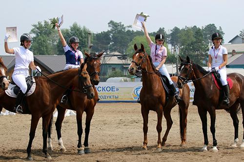 Пивоваровского конно-спортивного комплекса, конюшня иркутск, покататься на конях иркутск, ипподром иркутск, конный спорт иркутск, соревнования по конному спорту, ставки на лошадей, тотализатор иркутск, татьяна нешумова,