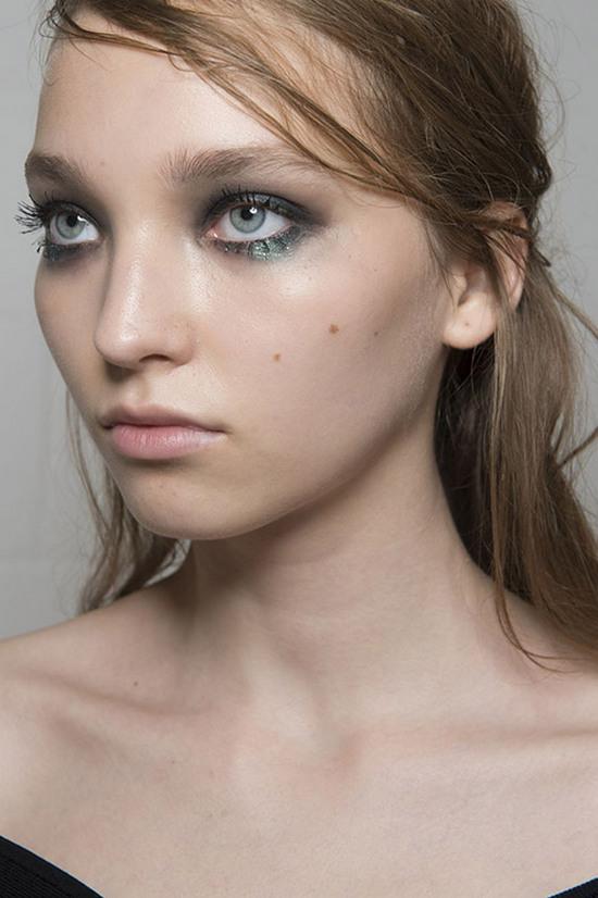 иркутск, макияж иркутск, тренды макияжа, бьюти тренды 2018, тренды в макияже 2018, смоки айс, макияж нижнего века, прозрачные губы, эффект влажной кожи как сделать